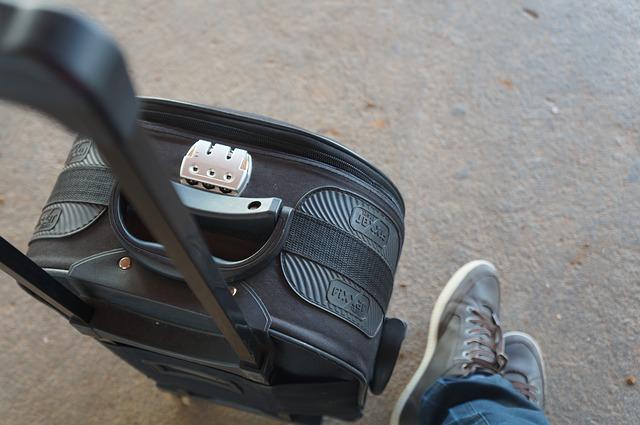 スーツケースにベルトは必要?TSAロックやベルトの巻き方も解説!