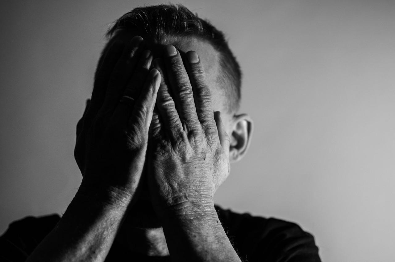 うつ病、症状と原因、接し方は?~苦しむ方、周りの方へ~